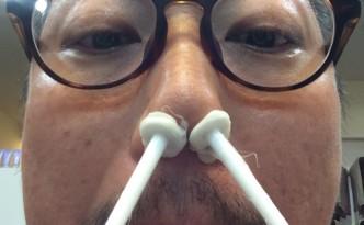 鼻毛 にも色んなものが 引っ付いてきます(>_