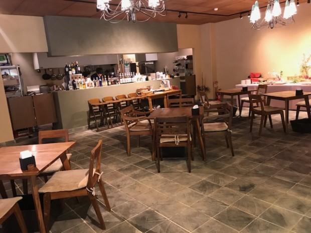 お店の中にカフェやエステサロン・・・何屋さん?!
